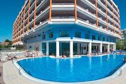 hotel piramide zwembad
